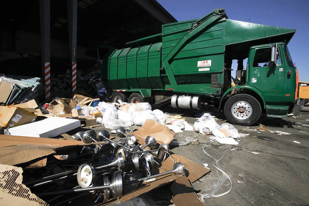 Trash Hauling-Lexington Dumpster Rental & Junk Removal Services-We Offer Residential and Commercial Dumpster Removal Services, Portable Toilet Services, Dumpster Rentals, Bulk Trash, Demolition Removal, Junk Hauling, Rubbish Removal, Waste Containers, Debris Removal, 20 & 30 Yard Container Rentals, and much more!